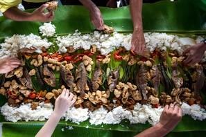 cosido de pescado en hojas de platano  plato tipico de la gastronomía peruana